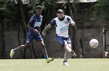 Arthur Caíke no último treino do Bahia antes do confronto contra o Altos-PI (Foto: Felipe Oliveira / EC bahia)