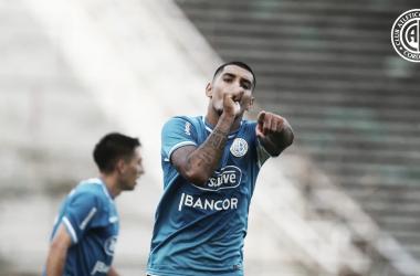 El uruguayo convirtió el tanto que le dio la victoria al pirata. Fuente (Prensa Belgrano)