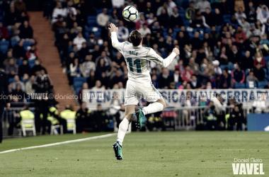 Bale controla un balón en el partido frente al Celta | Foto: Daniel Nieto (VAVEL)