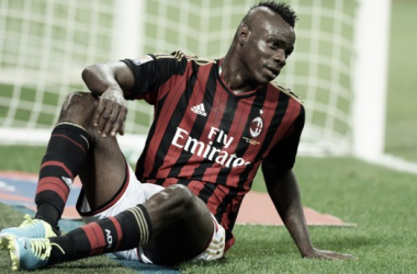 Balotelli hits the deck for Milan (photo: reuters)