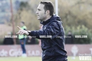 Rubén Baraja dirigiendo un entrenamiento del Sporting. // Foto: Diego Blanco-VAVEL