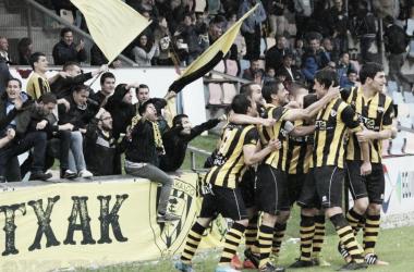 Los jugadores en la celebración de un gol // Foto Barakaldo CF