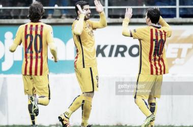 Barcelona goleia e está mais perto do título