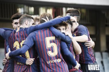 Los jugadores del Barcelona 'B' celebrando su gol ante el Ebro | Foto: Noelia Déniz (Vavel)