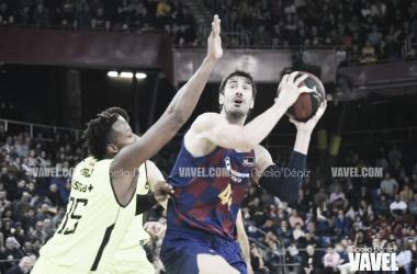 El juego interior del Barça acaba con el Estudiantes (94-72)