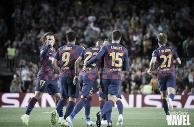 El equipo celebra una nueva victoria | Foto: Noelia Déniz - VAVEL