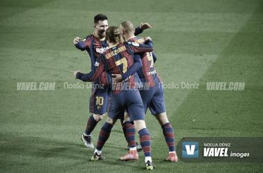 Antoine Griezmann, Leo Messi y Martin Braithwaite celebrando un gol en la presente temporada | Foto de Noelia Déniz, VAVEL