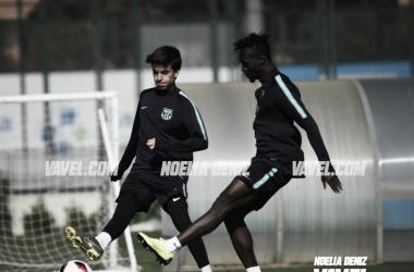 Riqui Puig y Merveil en el entreno del Barcelona B de este viernes | Foto: Noelia Déniz (VAVEL)