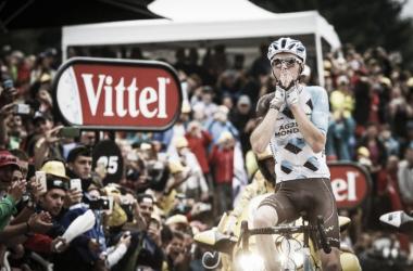 Romain Bardet celebrando la victoria conseguida | Foto: Tour de Francia