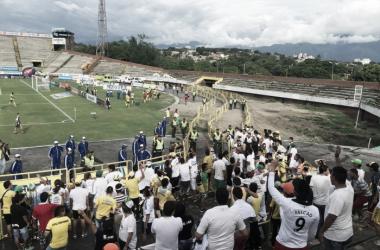 La hinchada del Atlético Huila no quiere más derrotas