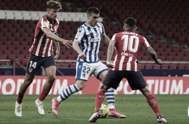 Barrenetxea rodeado de rivales ||. Foto: Real Sociedad