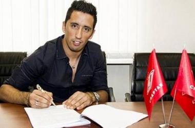 Spartak Moscou apresenta Lucas Barrios e negocia com zagueiro do Ajax