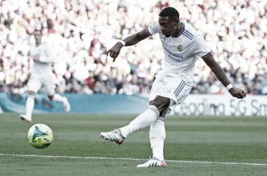 Alaba marca el 0-1 con un contundente disparo en El Clásico | Fotografía: Real Madrid C.F.