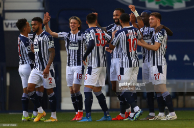 West Bromwich Albion's English defender Kyle Bartley celebrates with teammates after scoring his team's first goal during the English Premier League football match between West Bromwich Albion and Brighton and Hove Albion at The Hawthorns stadium. (Photo by Catherine Ivill / POOL / AFP)