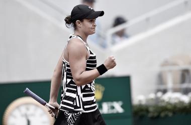 Ashleigh Barty celebra un punto durante un partido en Roland Garros. Foto: gettyimages.es