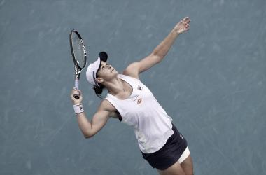 Firme nos momentos decisivos, Barty bate Alexandrova no Australian Open