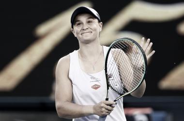 Impiedosa, Barty despacha Kovinic em 44 minutos na estreia do Australian Open