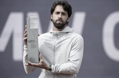 El nacido en Georgia logró su tercer título sobre tierra batida. Foto: ATP
