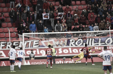 Basilio parando un penalti el domingo pasado. Fotografía: Noelia Arroyo (Vavel)