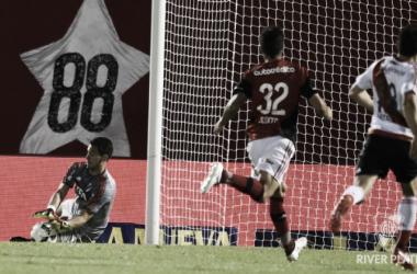 Augusto, cada día más afianzado en el arco (Foto: River Plate Oficial).