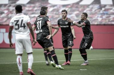 Bayer Leverkusen faz dever de casa, derrota Mainz, mas não vai à Champions League