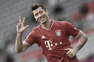 Lewandowski marca hat-trick, e Bayern goleia Frankfurt para assumir vice-liderança