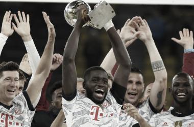 """""""Jogamos com coragem e com coração"""", comemora Upamecano após estreia com título no Bayern"""