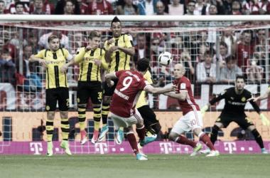 La punizione di Lewandowski nell'ultima gara di campionato. | Fonte immagine: Sun