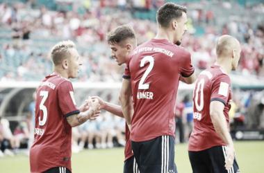 Festejo entre los protagonistas del primer gol en el partido | Foto: FC Bayern