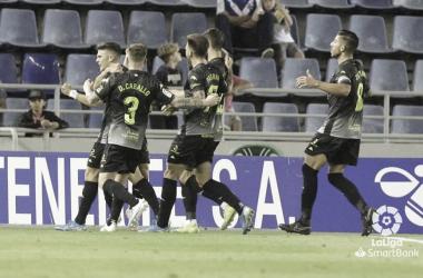 Jugadores del Extremadura celebran el gol de Nono en Tenerife // Imagen: LaLiga