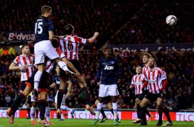 Sunderland vence Manchester United e abre vantagem no jogo de ida da Capital One Cup