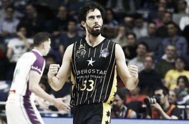 Javi Beirán celebrando una canasta para su equipo. Foto: ACB.com