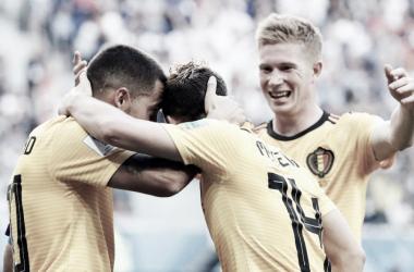 Mertens y De Bruyne felicitan a Hazard después del 2-0. Foto: La Prensa Perú.