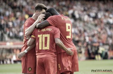 Lukaku y Hazard dos de los goleadores de la noche se abrazan con Meunier. Foto: Belgian Red Devils