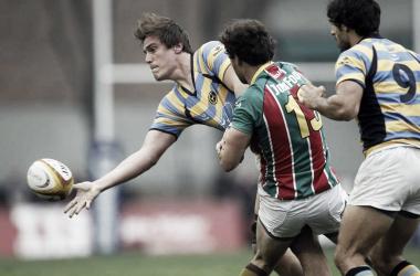 El último enfrentamiento entre ambos. Belgrano con camiseta especial a bastones rojos, blancos y verdes. Foto: La Nación.