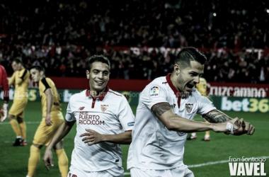 Previa Sevilla - Sporting de Gijón: escudo y afición