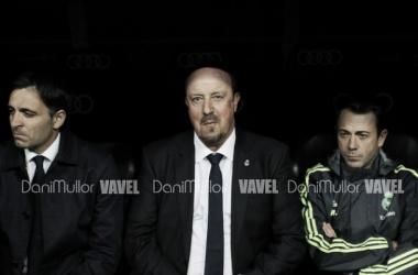 Benítez pede resposta ao elenco para torcida do Real Madrid após vexame no El Clásico
