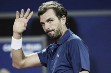 Julien Benneteau waves to the crowd after his win. Photo: ATP World Tour