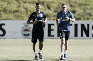 Schalkes Neuzugang Nabil Bentaleb dreht seine ersten Runden auf dem Trainingsgelände der Königsblauen. | Quelle: FC Schalke 04