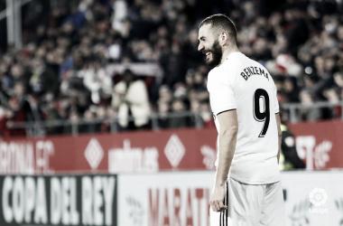 Karim Benzema sonríe tras marcar al Girona I Foto: LaLiga
