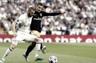 Los galos Karim Benzema y Lucas Hernández disputan un balón durante uno de los duelos madrileños en semifinales de Champions League. | FOTO: Atleticodemadrid.com