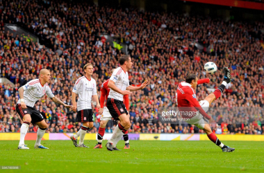 Dimitar Berbatov of Manchester United scores a goal to make it 2-0 with an overhead kick (Photo by Matthew Ashton/AMA/Corbis via Getty Images)