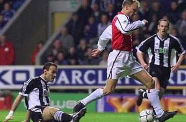 Arsenal homenageará Dennis Bergkamp com estátua