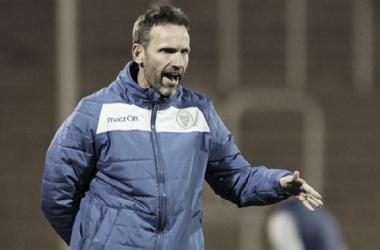 Bernardi podría volver a sentarse en el banco de suplentes del Tomba. Foto: TyC Sports.