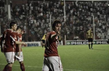 Christian Bernardi, autor del tercer gol de Instituto en el último partido, llega sin problemas para enfrentar a Chacarita. (Foto: Twitter oficial de Instituto).