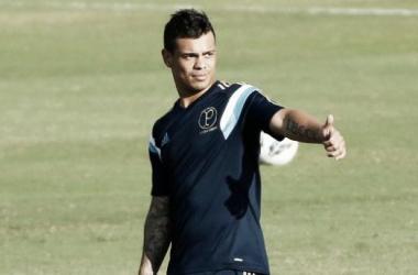 Sem espaço no Palmeiras, Bernardo inicia negociações com Vitória