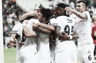 Comemoração do gol do Besiktas contra o LASK Linz (Foto: Divulgação/Besiktas)