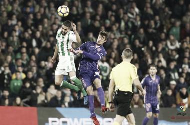 Boudebouz y Mantovani saltan a por el balón en el último Betis - Leganés (3-2) | Foto: LaLiga Santander.