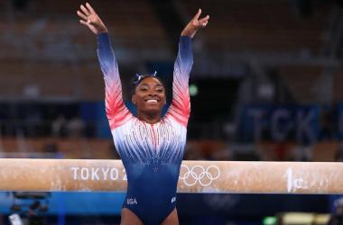Simone Biles vuelve a competir y se lleva un bronce