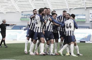 Brighton bate Arsenal de virada com gol aos 50 do segundo tempo